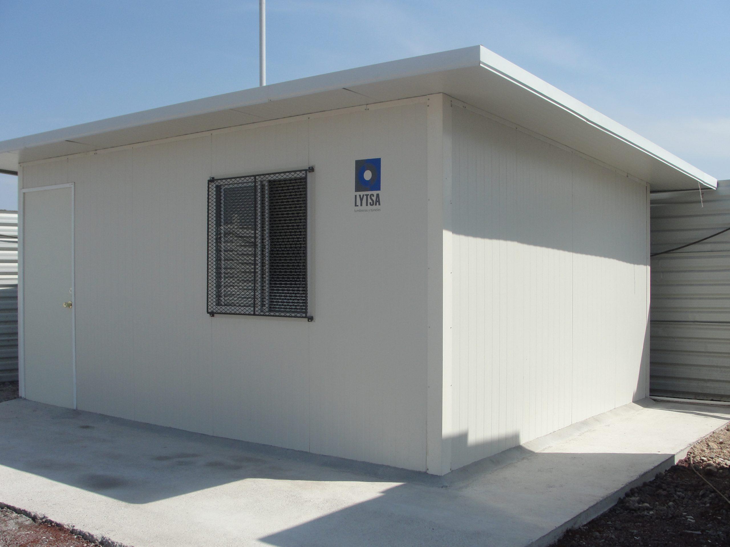 Desplante para muros de panel aislante